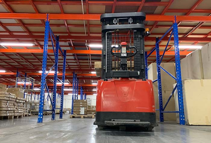 Short term storage warehouse with forklift truck